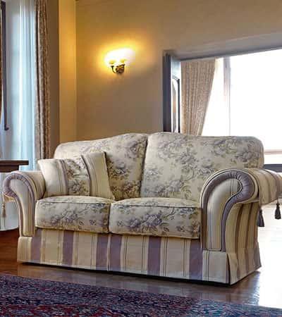 Divani classici in legno il miglior design di for Divani classici in pelle e legno